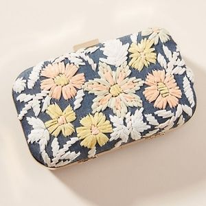 💥LAST ONE💥 Anthro Embroidered Wildflower Clutch